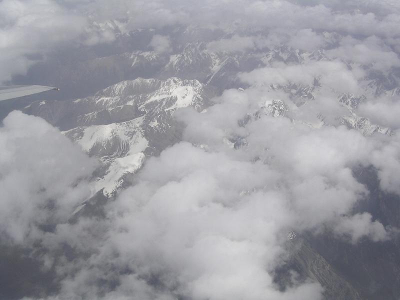 照片:云雾缭绕的九寨群山