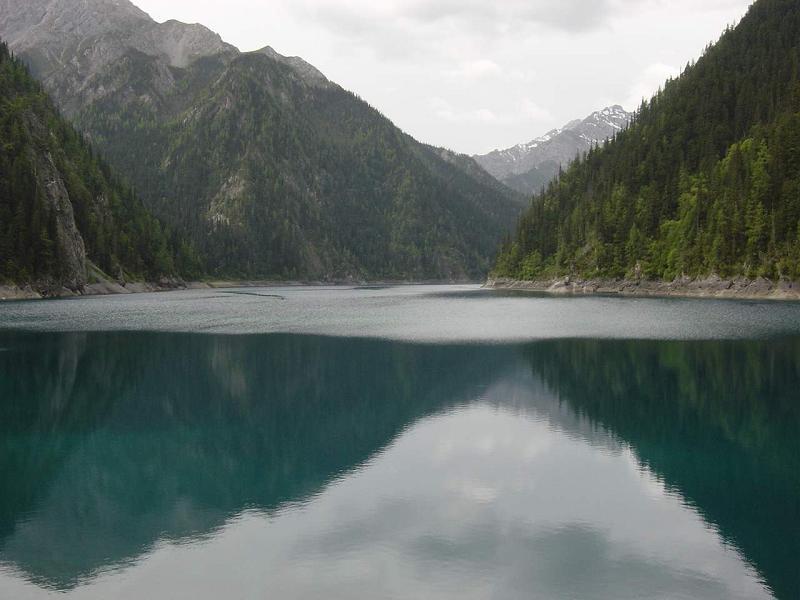 照片:山水倒影如此