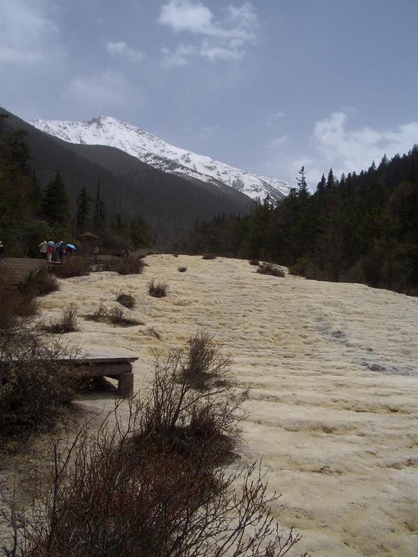 照片:枯水季节的黄龙
