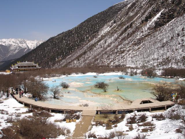 照片:人间4月天-黄龙五彩池