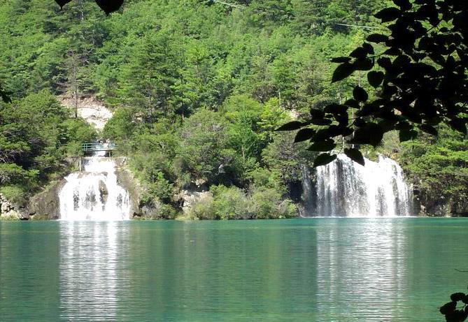 照片:九寨-双瀑布
