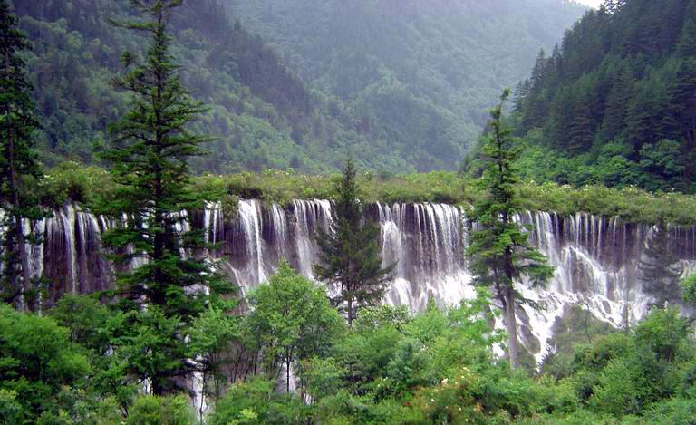 照片:九寨-诺日朗瀑布