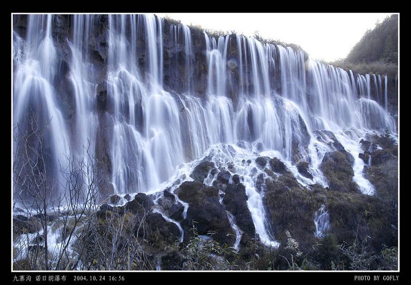 照片:九寨沟诺日朗瀑布