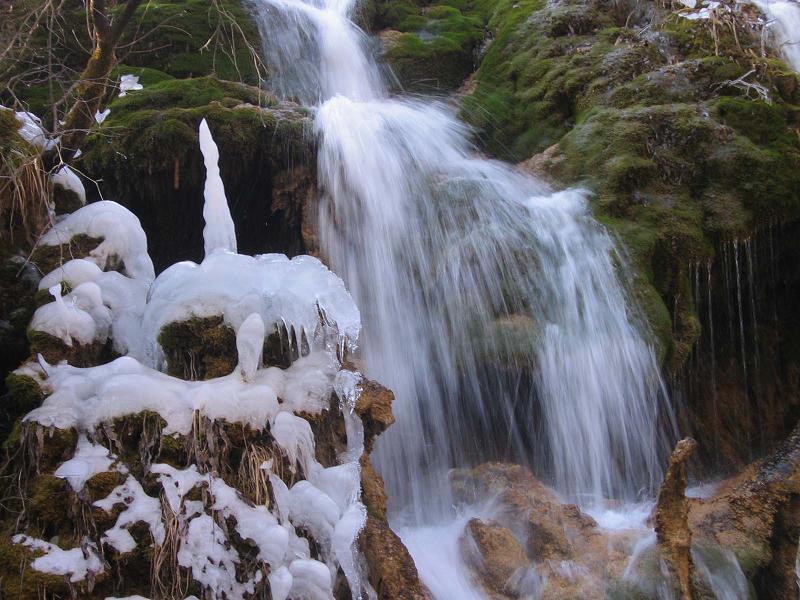 照片:冬日熊猫海瀑布