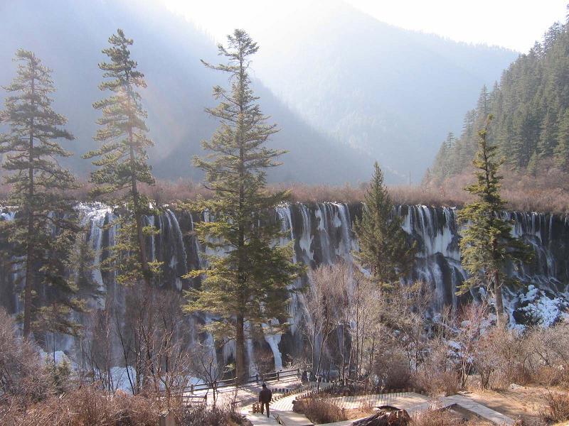 照片:熊猫海瀑布远景