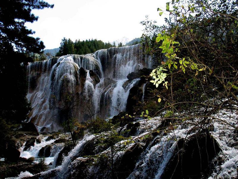 照片:九寨沟的水-珍珠滩瀑布
