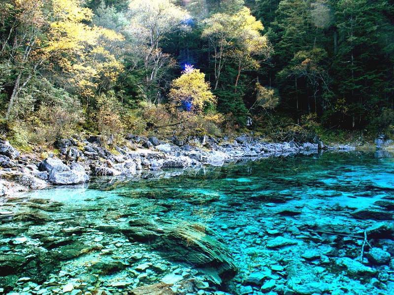 照片:九寨沟的水-五彩池