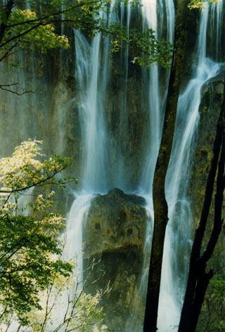 照片:瀑布
