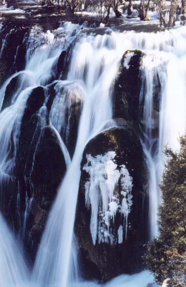 照片:树正瀑布