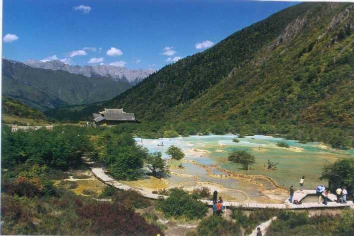 照片:黄龙/五彩梯湖