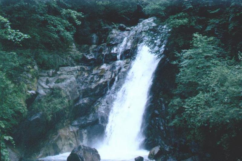 照片:七盘沟雪花坪瀑布