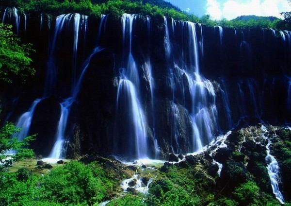 照片:诺日朗瀑布