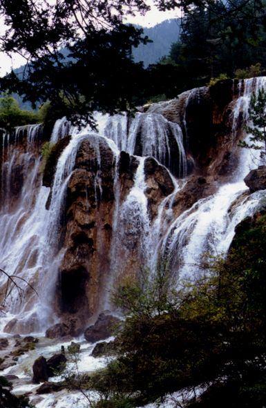 照片:九寨瀑布