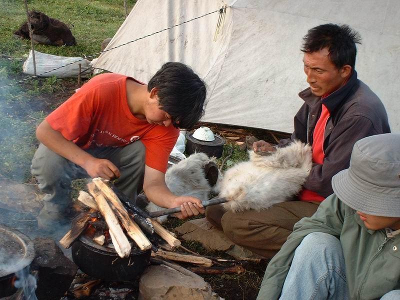 照片:马帮的面包烤制过程(二)