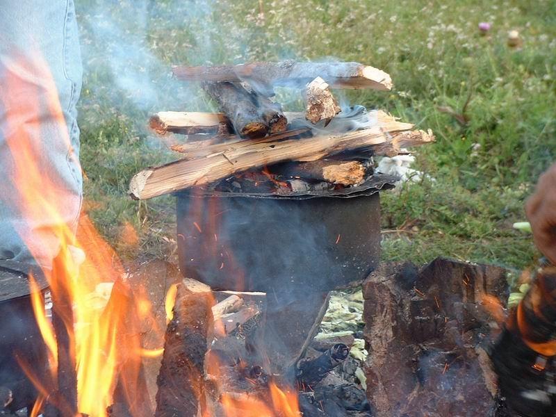 照片:马帮的面包烤制过程(一)