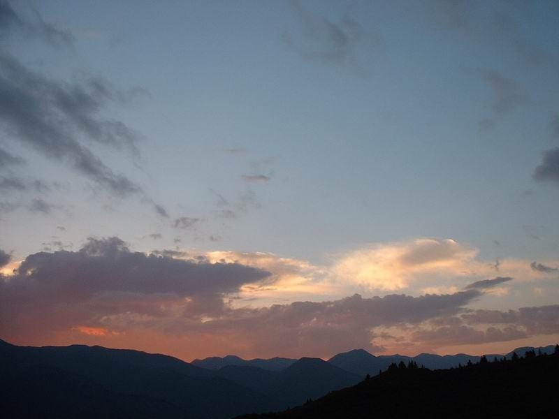 照片:在尕尕山看晚霞