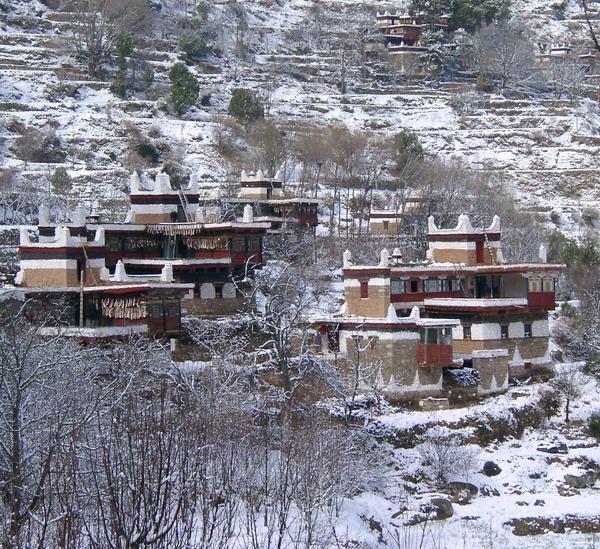 照片:藏寨