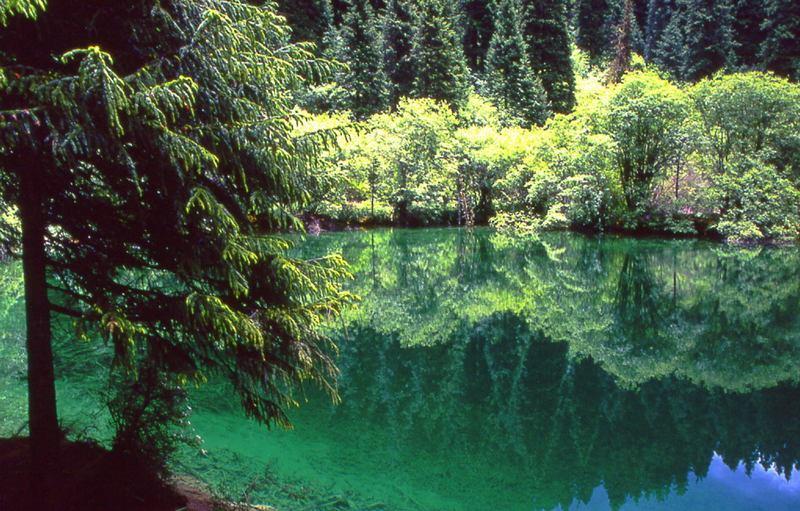 照片:牟尼沟明镜湖