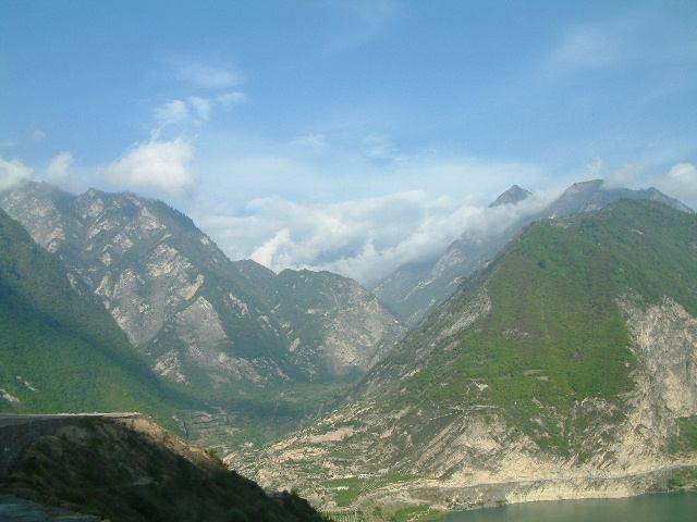 照片:叠溪海子边的大山