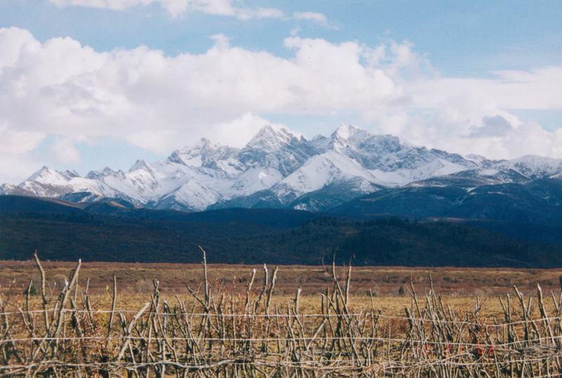 照片:去松潘路上的雪山