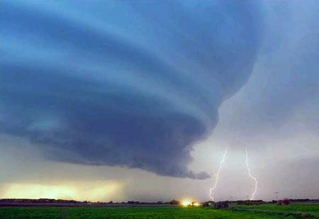 圖文:美國內布拉斯加州格瑞德島市上空的閃電