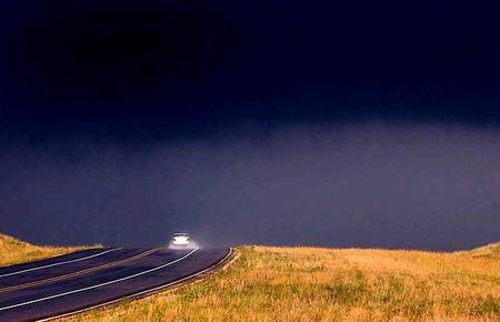 圖文:美國汽車行駛在201號高速公路上
