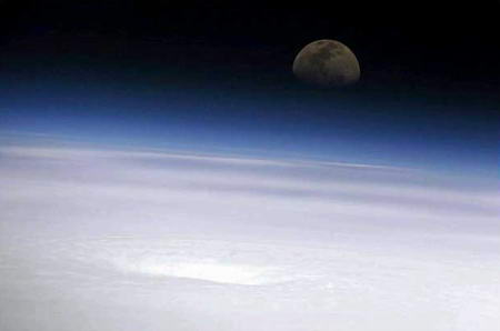 圖文:月亮下的艾米莉颶風