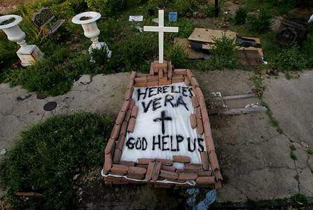 圖文:卡特裡娜颶風中的遇難者遺體被安葬