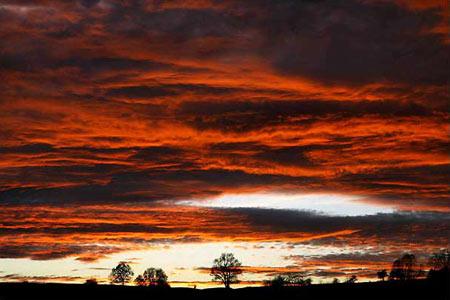 圖文:德國東部城市耶拿深紅色的日落
