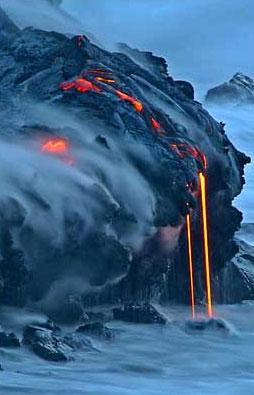 圖文:熔岩從基拉韋厄火山上流入太平洋