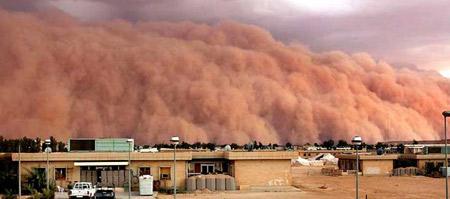 圖文:沙暴咆哮著穿過阿薩德沙漠