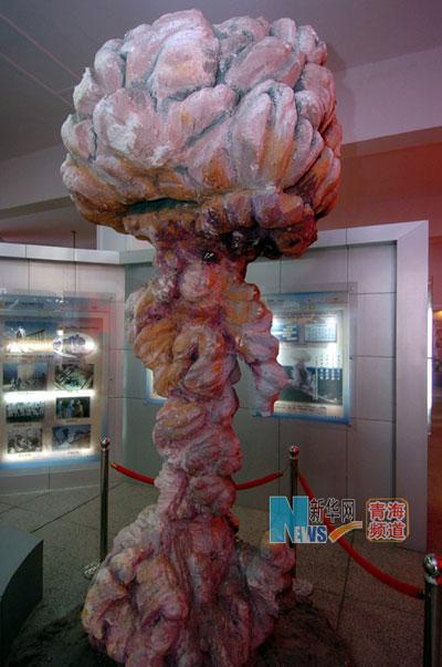 這是原子城核武器研製基地展覽館內的原子彈爆炸模型