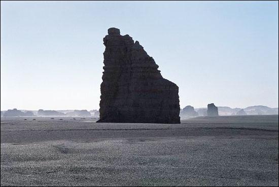 絕壁陡峻的雅丹_圖集:走近羅布泊_樂途旅遊網