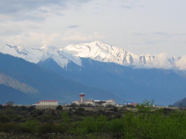 林芝机场风景 - 图片:西藏林芝机场 - 美景旅游网