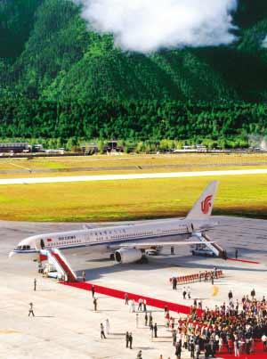 西藏林芝機場正式通航 2010年旅客可達12萬(圖)