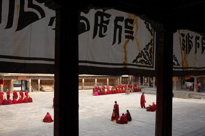 圖片:青海西寧-塔爾寺喇嘛辨經