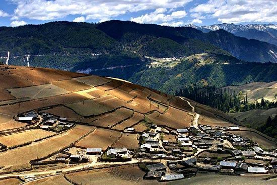 雲南香格里拉-梅裡雪山下的藏族村落