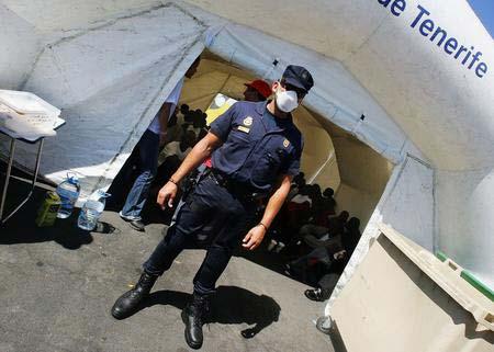 圖文:警察職守在門口