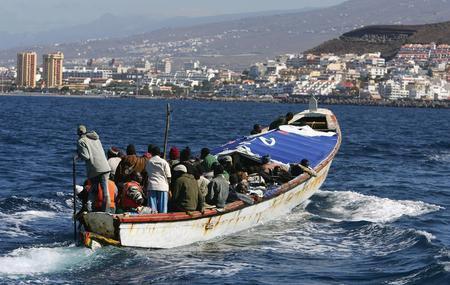 圖文:一艘載有非洲偷渡客的小船