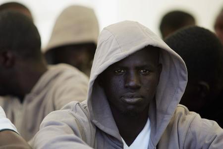 圖文:被警方拘留的非洲偷渡客