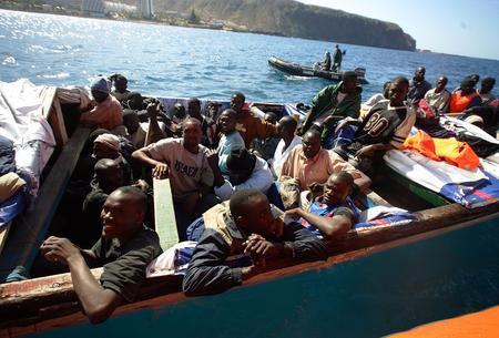 圖文:小船上載有非洲偷渡客