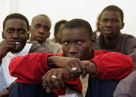圖文:被拘留的非洲偷渡客
