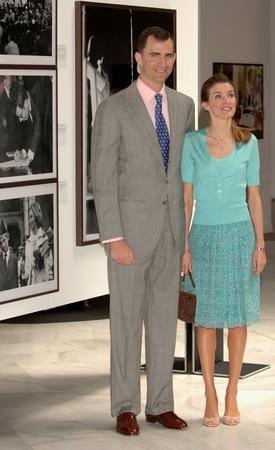 圖文:西班牙王子夫婦出席開幕式