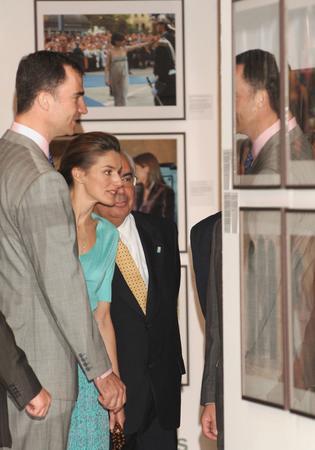 圖文:王子夫婦興致勃勃的參觀