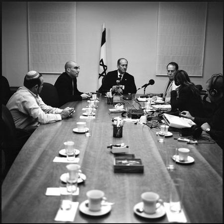 圖文:奧爾默特接受軍方電台採訪