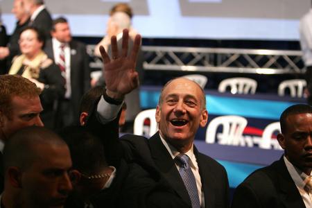 圖文:奧爾默特慶祝前進黨在大選中取得勝利