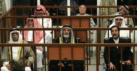 圖文:薩達姆接受審判