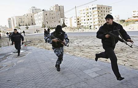 圖文:巴勒斯坦武裝分子與警察發生衝突