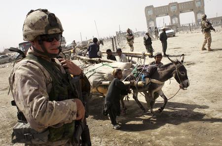 圖文:加拿大士兵在巴基斯坦與阿富汗交界地區巡邏