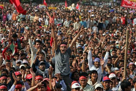 圖文:尼泊爾民眾集會慶祝國王宣佈將重新召集下議院